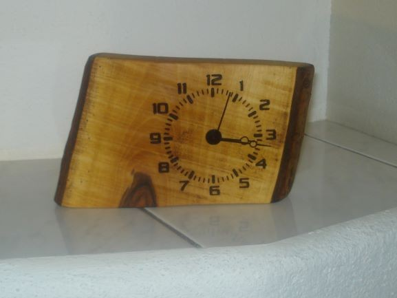 Uhr in Holz No 1